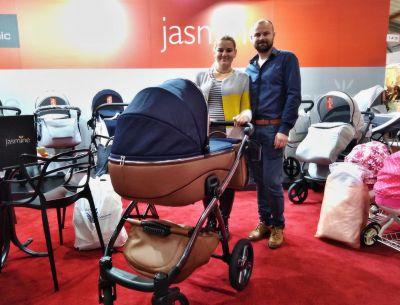 Paní Darina s mužem ze Strání odjíždí s Jasmine Bennettou 10