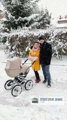 9. 2. 2021 Denisa Čerychová - 1739443 - Denisa Čerychová a její rodinky s kočárkem do sněhu